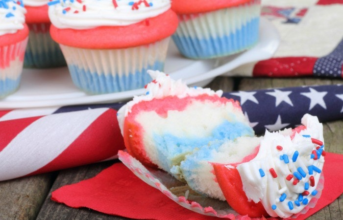 easy-recipe-for-american-flag-cupcakes-without-wheat-feature