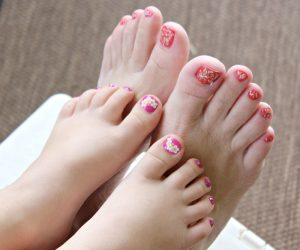 Mommy Daughter Pedicures at Home