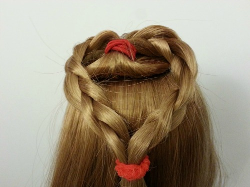 quick holiday hair for dolls
