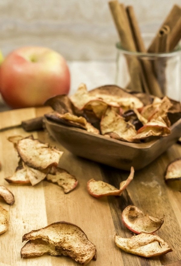 air fryer apple chips with cinnamon