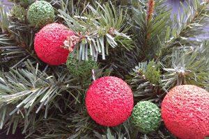 easy DIY Christmas garland kids can help make