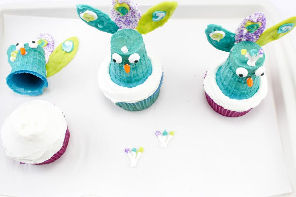 easy peacock cupcakes