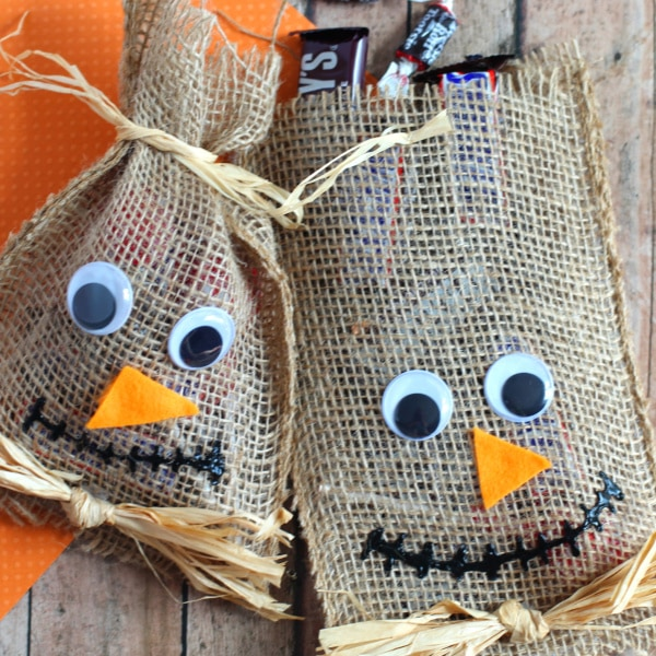 DIY No-sew scarecrow treat bags