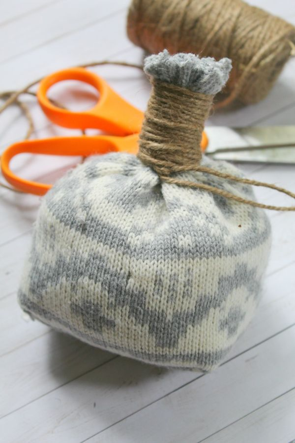 easy no sew DIY sweater pumpkin