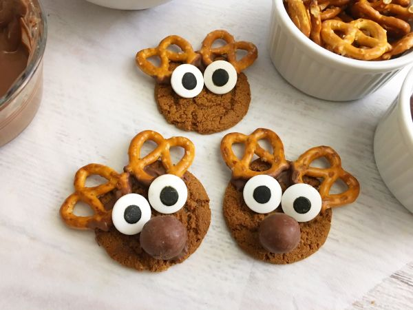 putting a face on gingerbread reindeer cookies