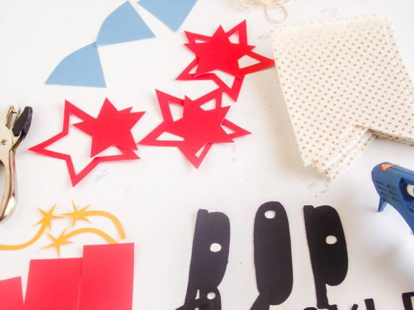 how to make a 4th of July banner with Silhouette