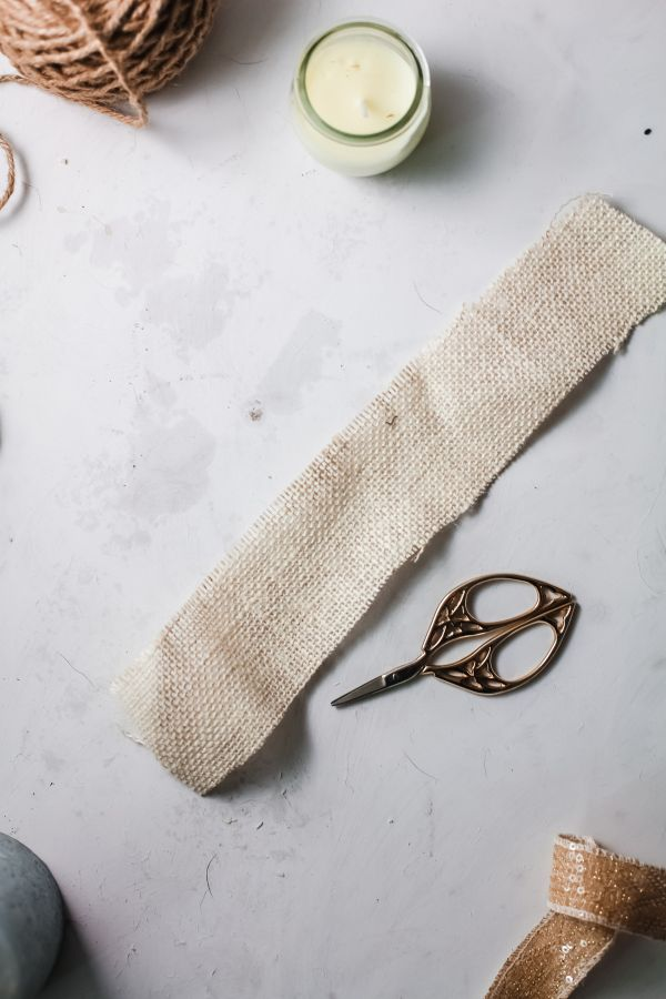 easy steps for decorating candles with burlap