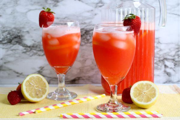 2 large glasses of Sugar Free Strawberry Lemonade