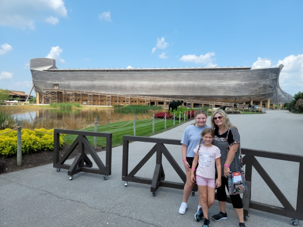 outside view of the Noah's Ark boat in Kentucky